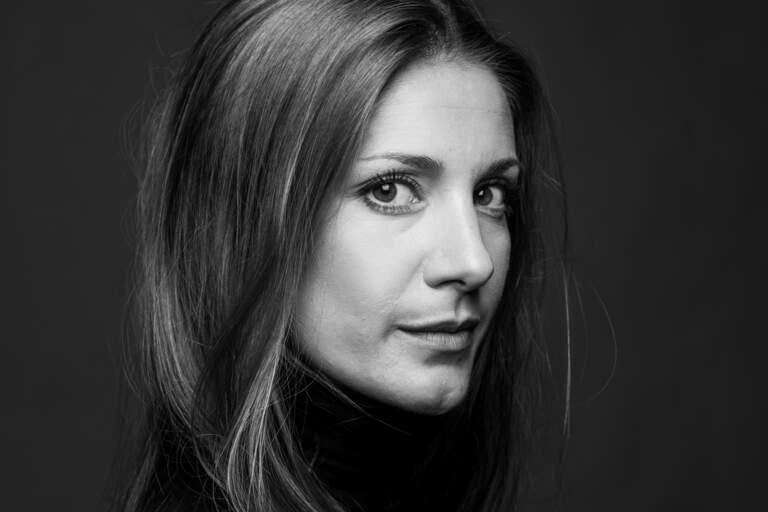 Porträtt av Nina Zanjani